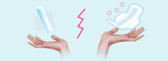 Slika na kojoj su dvije ruke, na lijevoj strani ruka s tampon te na desnoj strani s higijenskim uloškom. Slika prikazuje različite prednosti tih proizvoda.